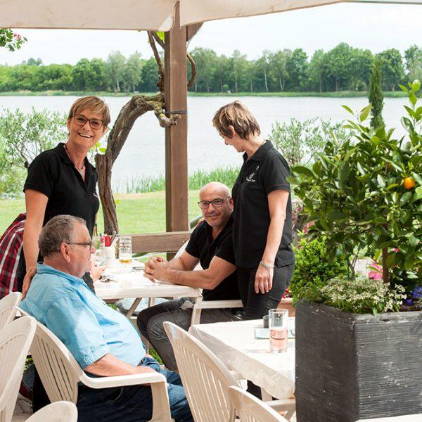 """Gasthaus am See """"Fischerhütte"""" - Terrasse mit Seeblick"""